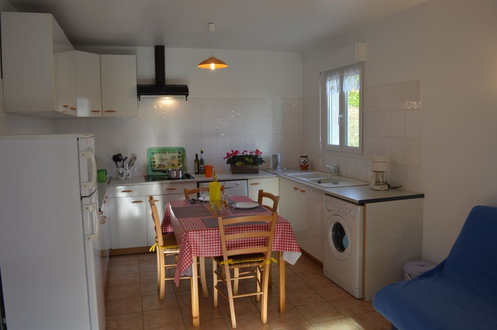 Table cuisine 4 personnes camping normandie tente coco for Meilleures cuisines integrees